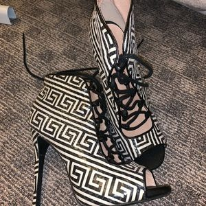 Worn once beautiful black and white heels